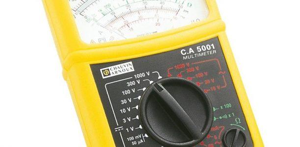 Quelles sont les différentes utilisations d'un voltmètre?